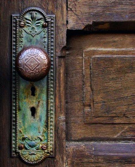 antique-door-knob